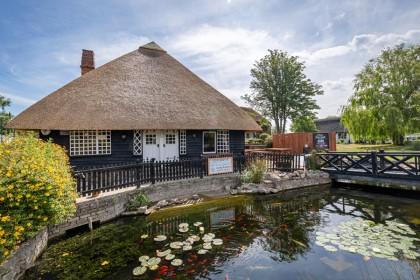 Architectural Photography - Chestfield Barn - Glen Charter Master Thatcher